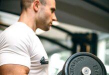 Exercice triceps haltère : les différentes techniques efficaces